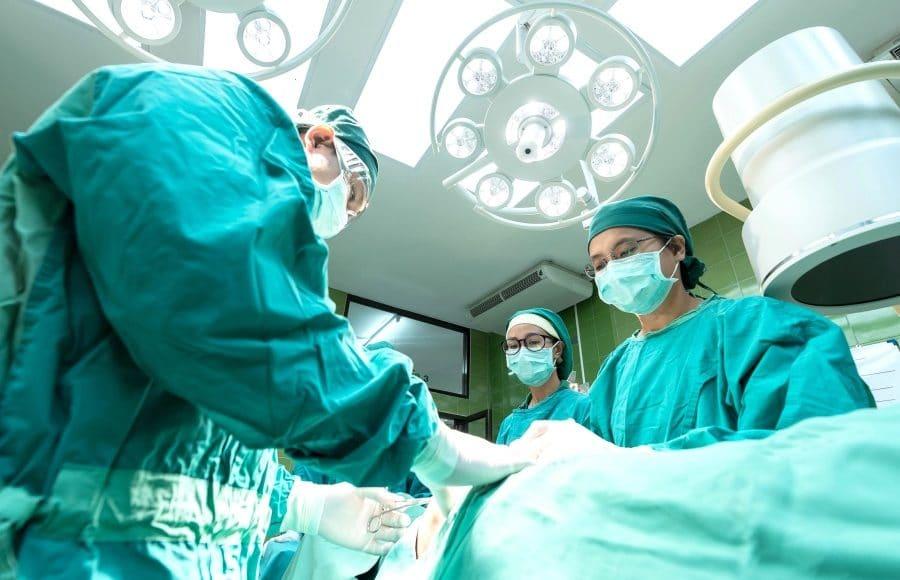 Quelles sont les études pour devenir chirurgien esthétique?