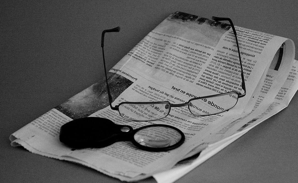 lunette loupe pour homme pour lire le journal
