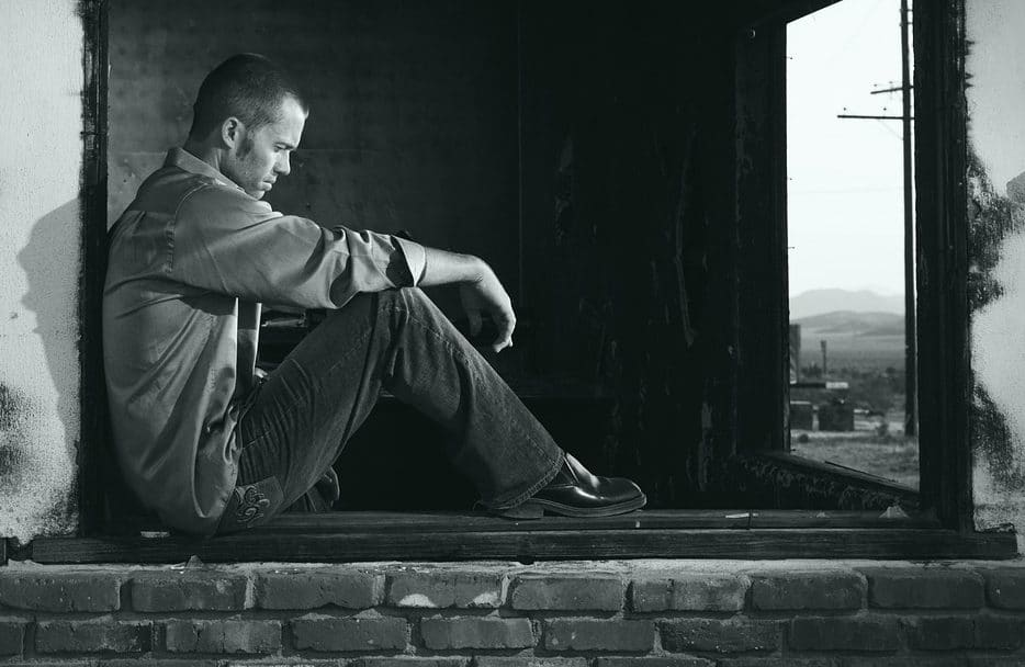 homme qui fait une depression profonde