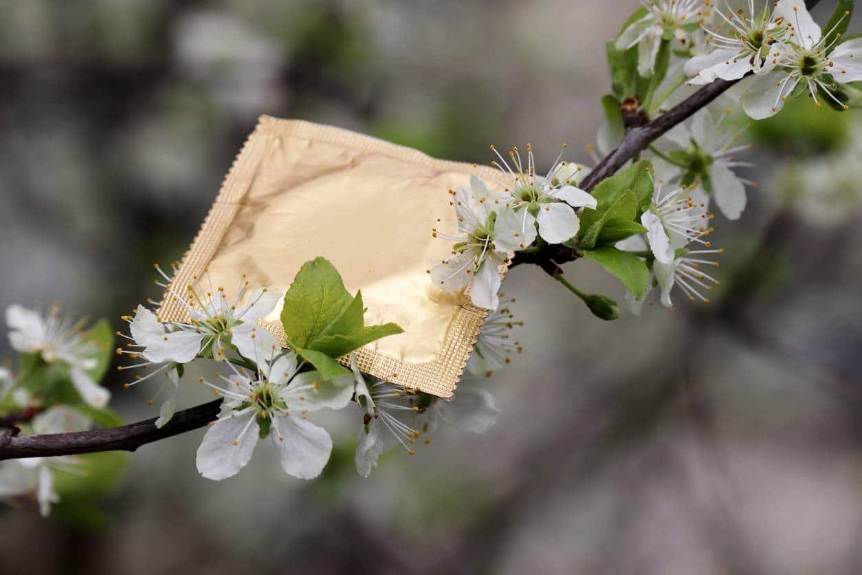 Les préservatifs naturels permettent de protéger l'environnement.
